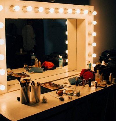 Makeup Ke Fayde Aur Nuksan, Makeup Benefits and Side Effects in Hindi