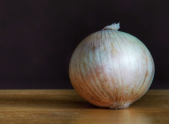 Onion Juice For Hair in Hindi, Balo Ke Liye Pyaz Ka Ras