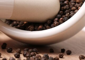 Kali Mirch Ke Fayde in Hindi, Black Pepper Benefits in Hindi